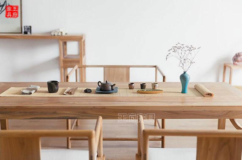 配合以传统卯榫相接工艺,凸显其艺术价值,向下看,四根纯实心榆木桌腿